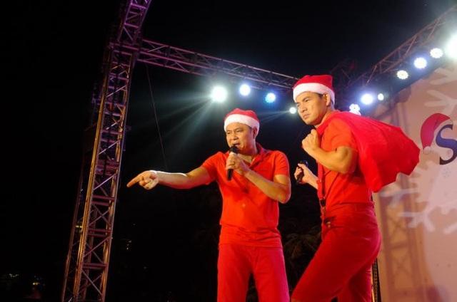 2 ông già Noel vui tính Xuân Bắc (phải) – Tự Long (trái) sẽ khuấy động sân khấu của TTTM The Garden Hà Nội tối 24/12 tới đây.