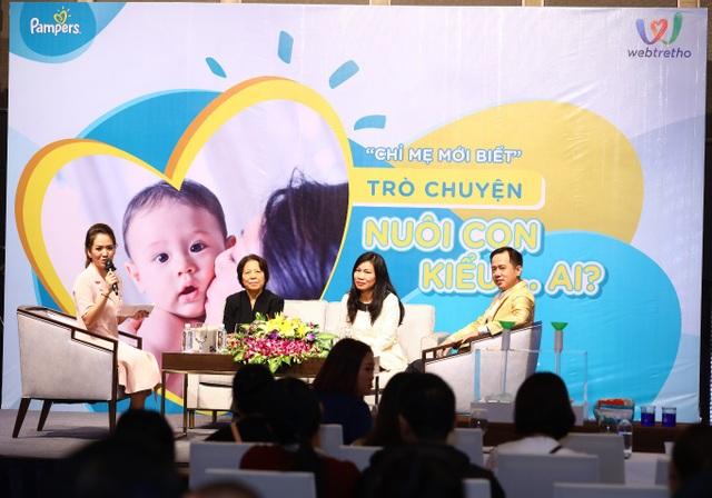 MC Đan Lê, cô Tô Thị Điền, Nhà báo Thu Hà và Tiến sĩ Tâm lý Huỳnh Văn Sơn trong buổi trò chuyện