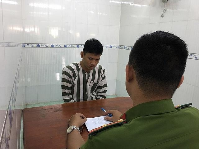 Tài xế Nguyễn Dương Khánh tại cơ quan điều tra. Ảnh Nguyễn Tân.