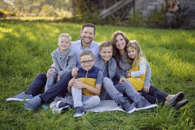 Becky Mansfield cùng chồng và các con