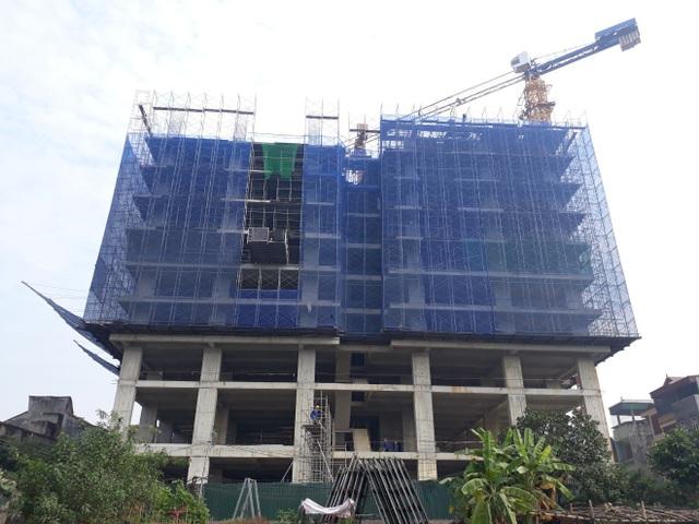 Hiện tại, tiến độ thi công dự án đang rất khẩn trương với thời gian xây dựng 3 ca/ngày. Ảnh PV
