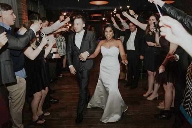 Đám cưới quy tụ đầy đủ người thân, bạn bè hai bên