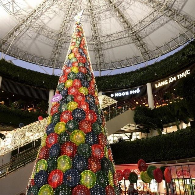 Không khí Giáng sinh đã ngập tràn ở các trung tâm thương mại Hà Nội - 10