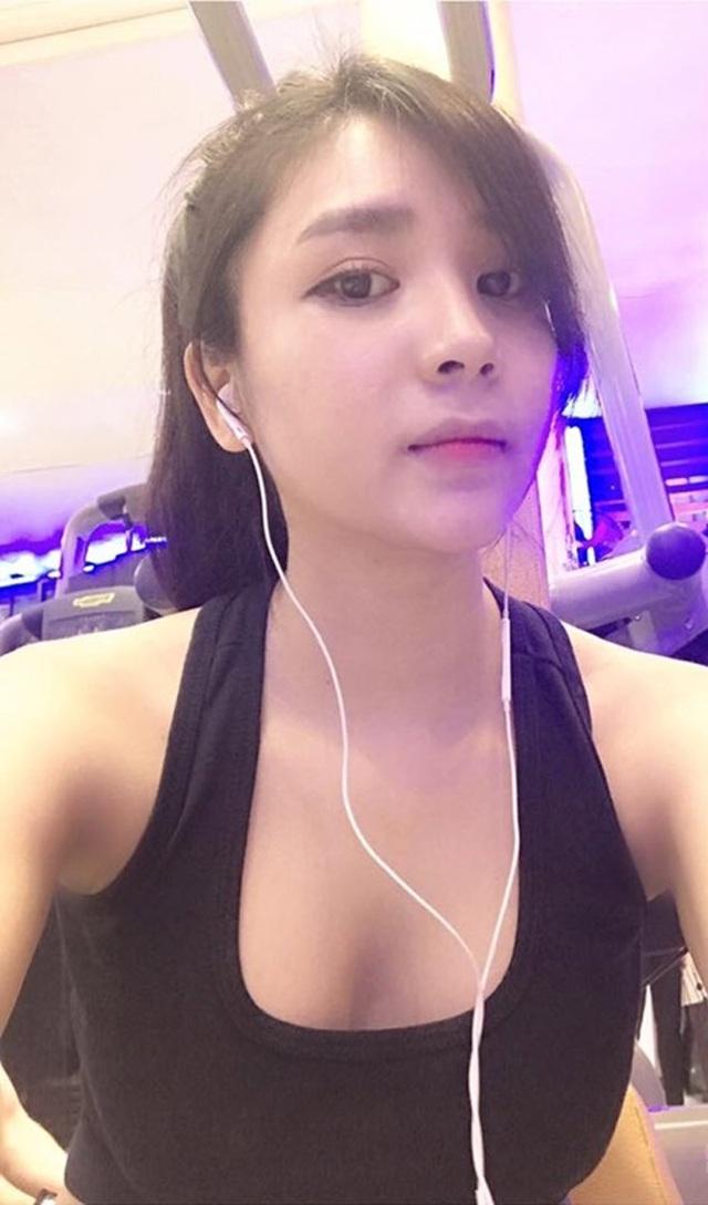 Nhờ chế độ tập luyện chăm chỉ, bạn gái cũ của Quang Lê sở hữu vóc dáng gợi cảm.