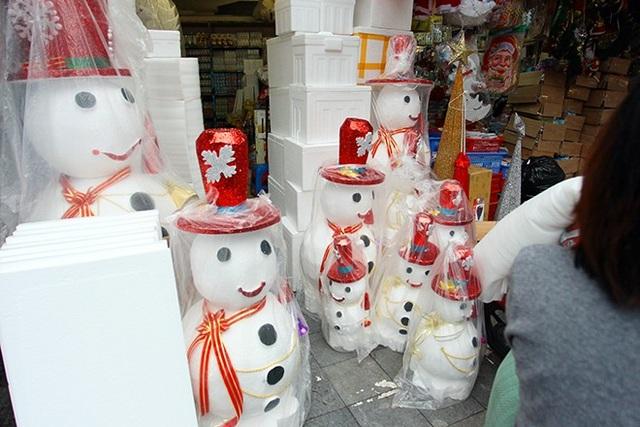"""""""Nặn"""" người tuyết, nghề độc lạ ở Thủ đô mùa Noel - 4"""