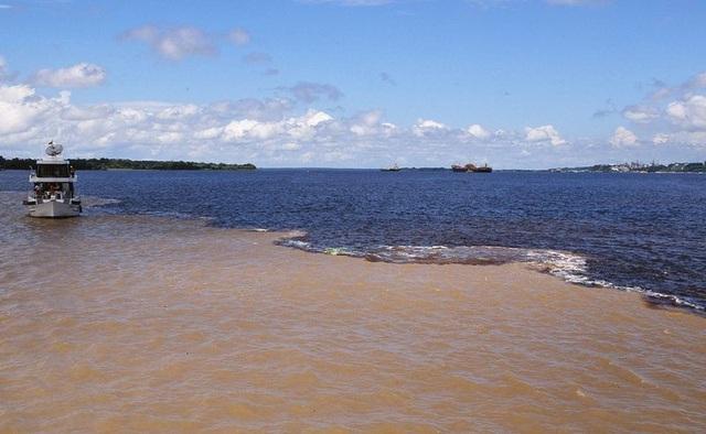 Bí ẩn dòng sông có hai màu nước không hòa lẫn - 4