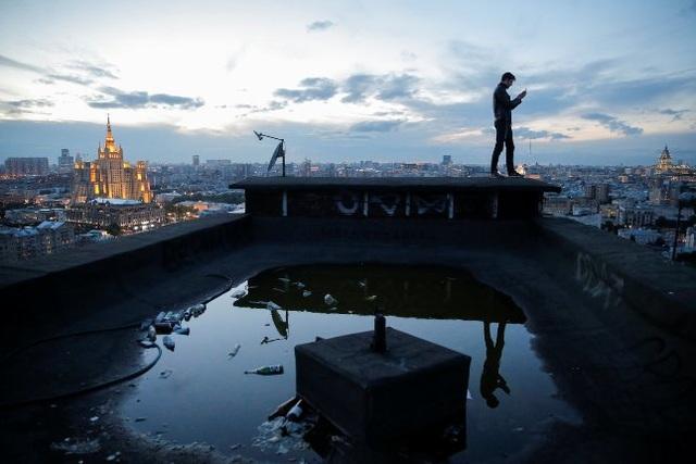 Nhóm nhiếp ảnh gia thách thức luật pháp để có những bức hình hoàn hảo - 12