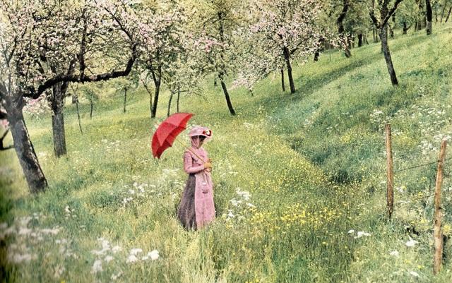 Một trong những bức ảnh màu đầu tiên chụp bằng kỹ thuật Autochrome Lumière, năm 1907.
