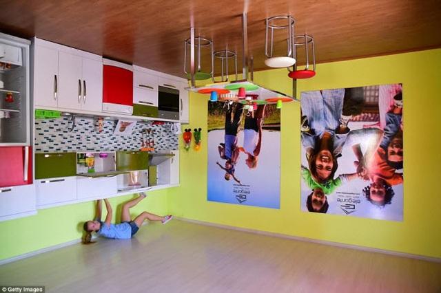 Ngôi nhà ở Antalya bao gồm phòng ngủ, bếp, phòng vệ sinh và phòng khách.