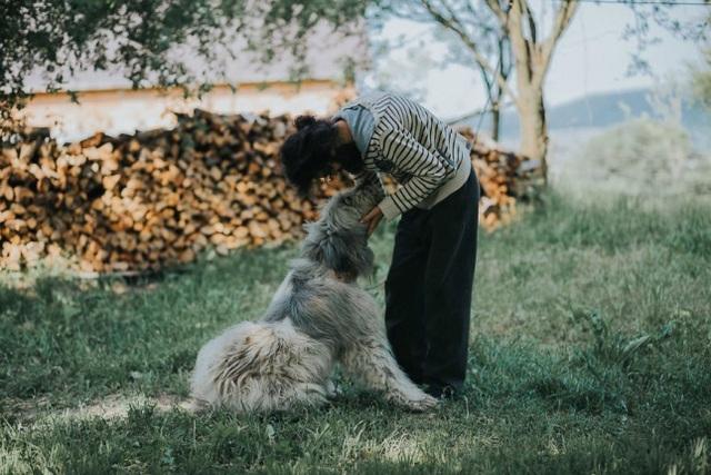 Người và vật nuôi hòa hợp lạ kỳ