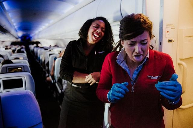 Các tiếp viên hàng không làm gì khi không phải phục vụ khách? - 13
