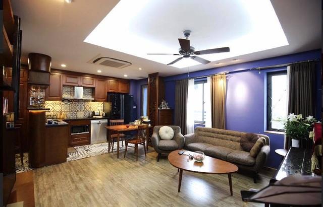 Phòng khách được bố trí hợp lý ngay cạnh phòng ăn nhưng không tạo cảm giác chật hẹp.