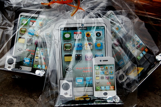 Các mặt hàng xa xỉ như điện thoại iphone, ipad… cho người âm ít được bày bán