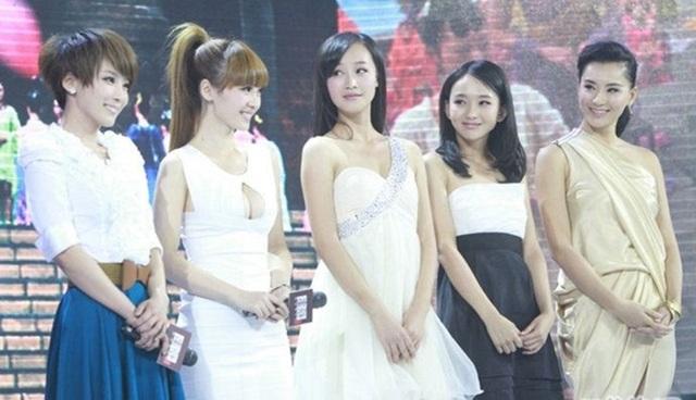 """Thiên thần vòng 1 khiến các mỹ nữ showbiz """"xanh mặt"""" khi dự sự kiện - 5"""