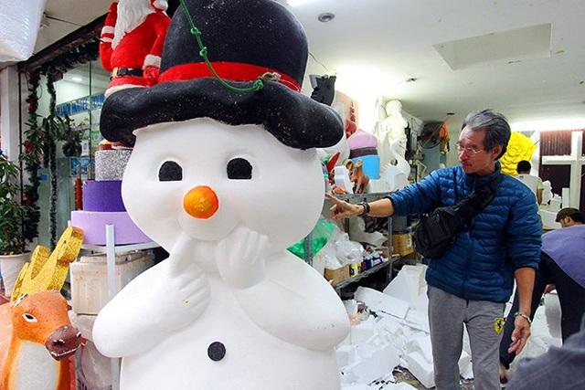 """""""Nặn"""" người tuyết, nghề độc lạ ở Thủ đô mùa Noel - 5"""