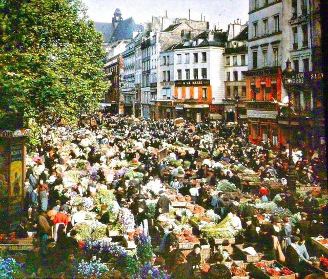 Chợ trời ở Paris, chụp năm 1914.