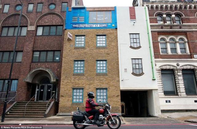 Một tòa nhà được thiết kế với kiểu dáng lộn ngược tại phố Blackfriars, London, Anh.