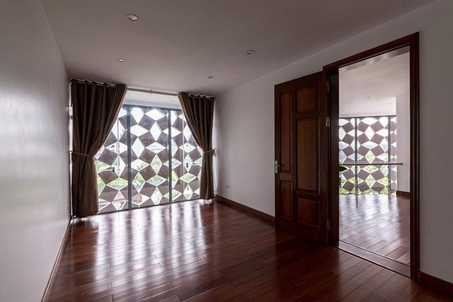 Phần không gian để ở được lát gỗ, tạo cảm giác ấm áp mùa đông và mát mẻ mùa hè.