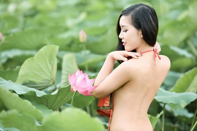 Anh Lê Xuân Bách chia sẻ, để có bức hình nghệ thuật này, cả nháy và mẫu phải mất khá nhiều thời gian.
