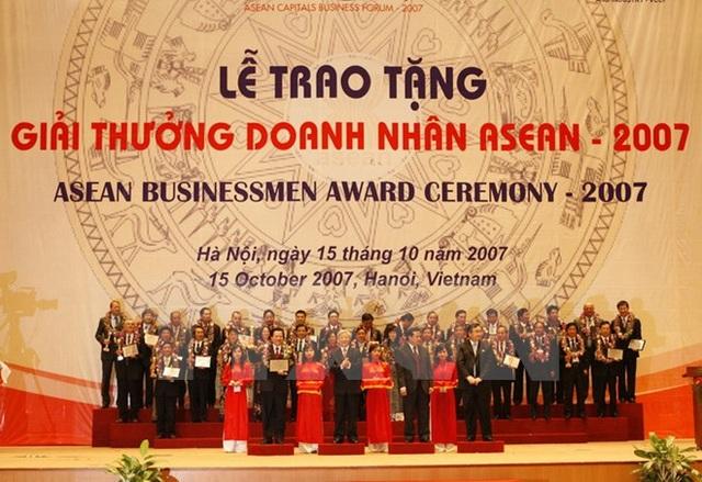 Lễ trao Giải thưởng doanh nhân ASEAN 2007 tại Trung tâm Hội nghị Quốc gia (Hà Nội), ngày 15/10/2007. (Ảnh: Trí Dũng/TTXVN)