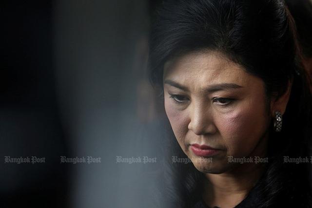 Cựu Thủ tướng Yingluck tới tòa án ngày 29/6/2017 để tham gia buổi điều trần thứ 14 về cáo buộc lơ là, thiếu trách nhiệm trong việc thực hiện chính sách trợ giá gạo. Theo chính quyền quân sự Thái Lan, chính sách sai lầm này của bà Yingluck đã gây thiệt hại khoảng 8 tỷ USD. Ảnh: Bangkok Post