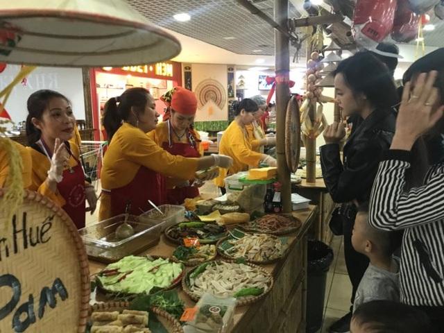 Rực rỡ Festival thức ăn đường phố Việt tại Nga - 18