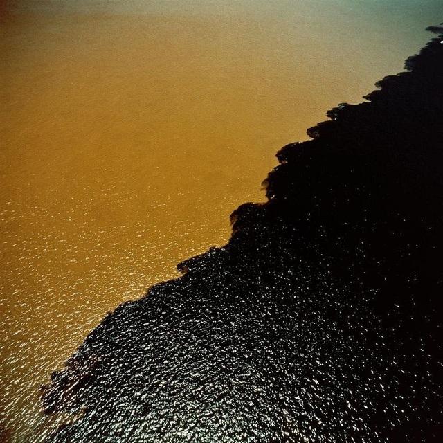 Bí ẩn dòng sông có hai màu nước không hòa lẫn - 6