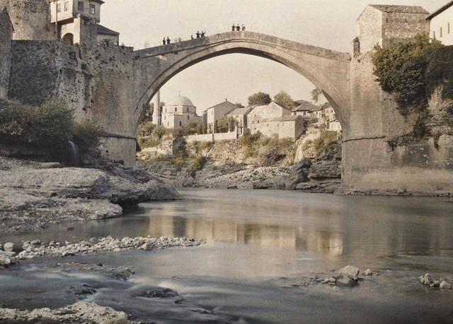 Một cây cầu ở Bosna chụp năm 1913.