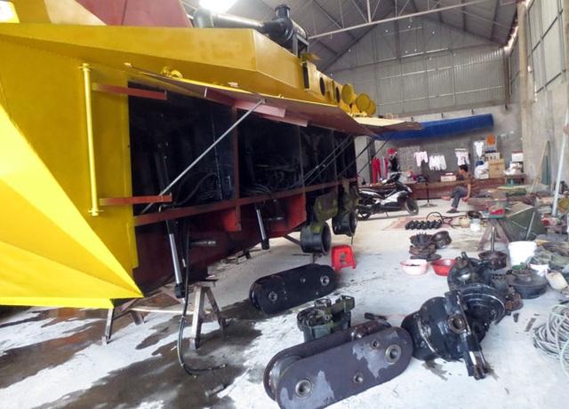 Người sáng chế chiếc xe bọc thép phải tháo dỡ đến bán sắt vụn trả nợ (ảnh: Tất Định)