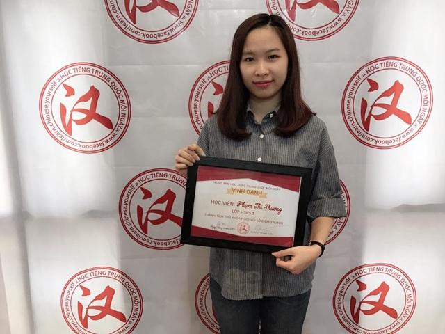Phạm Thương nhận thưởng tiền mặt trị giá 1.000.000 VNĐ