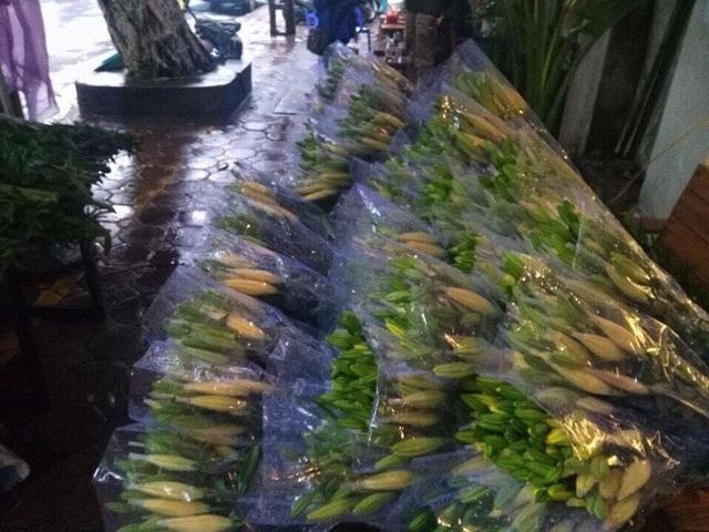 Hoa ly hiện được bán với giá rất rẻ, chỉ từ 8.000-20.000/cành tùy từng loại. Ảnh: Thu Thoan