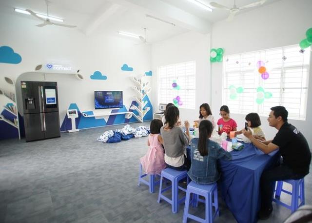 """Phan Anh, Helly Tống """"kết nối yêu thương"""" với trẻ em mái ấm Đà Nẵng - 2"""