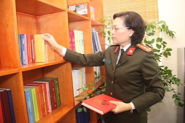 """Nữ nhà giáo hai lần đoạt danh hiệu """"Chiến sỹ thi đua toàn lực lượng CAND"""" - 2"""