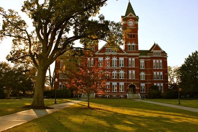 Khuôn viên cổ kính của trường Đại học Auburn, bang Alabama, Mỹ