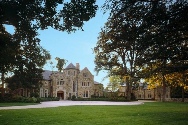 Tòa lâu đài được xây dựng năm 1910, trên mảnh đất rộng tới 82.000 m2 tại Greenwich, Connecticut, Mỹ, và đang được rao bán hơn 717 tỷ đồng.