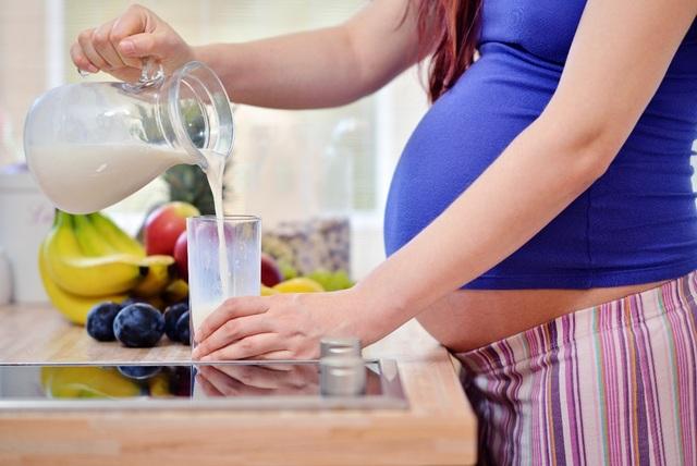 Dùng thêm 2 ly sản phẩm bổ sung dinh dưỡng được chứng minh nghiên cứu lâm sàng mỗi ngày để đảm bảo đáp ứng đủ nhu cầu dinh dưỡng trong thời gian mang thai và cho con bú