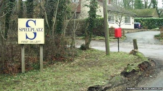 Biển chỉ dẫn vào ngôi làng Spielplatz.