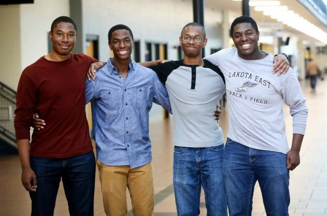 """Theo NBC News, Yale đã trải thảm mời bốn anh em đến từ Ohio bằng các gói tài chỉnh đặc biệt """"khủng, không một trường đại học nào có thể cạnh tranh được."""