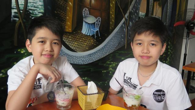 Việt Hoàng và anh trai Việt Huy, người bạn thân nhất của mình.