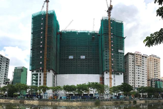 Dự án The GoldView không chỉ đảm bảo chất lượng, kiến trúc công trình mà còn được đẩy nhanh tiến độ thi công và được xem là điểm nhấn ấn tượng bên Bến Vân Đồn.