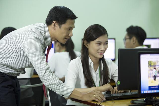 Thí sinh có thể xét tuyển học bạ nhanh chóng bằng hình thức xét tuyển online.