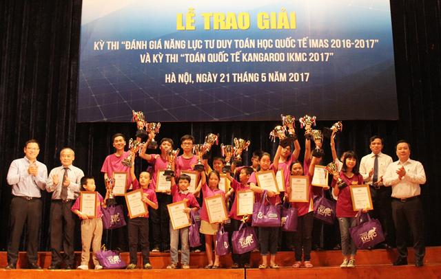 """Các """"nhà vô địch"""" của kỳ thi Toán quốc tế Kangaroo (IKMC)."""