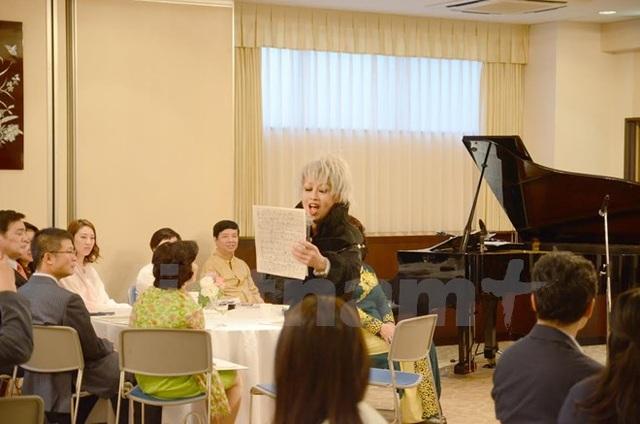 Nghệ sỹ nhạc Jazz Nhật Bản Keiko Borjesson biểu diễn một bài hát bằng tiếng Việt tại sự kiện. (Ảnh: Thành Hữu/Vietnam+)