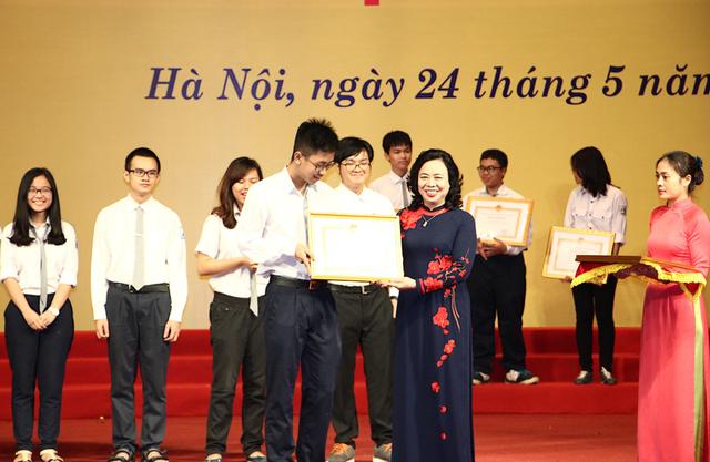 Những học sinh xuất sắc đạt giải thưởng cao ở các kỳ thi quốc gia, quốc tế.