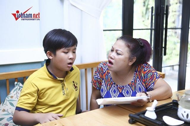 Siu Black tập luyện cùng HLV nhí Gia Nguyên khi tham gia gameshow Sinh ra để tỏa sáng.