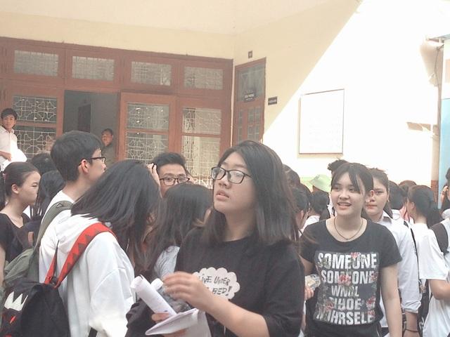 Đa phần thí sinh có tâm trạng nhẹ nhõm khi bước ra khỏi phòng thi môn Văn.