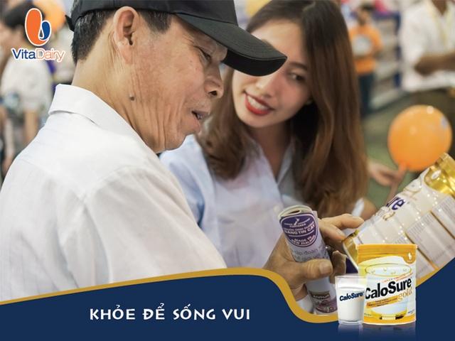 Người tiêu dùng rất hào hứng khi được tham quan, tìm hiểu và dùng thử các sản phẩm của VitaDairy