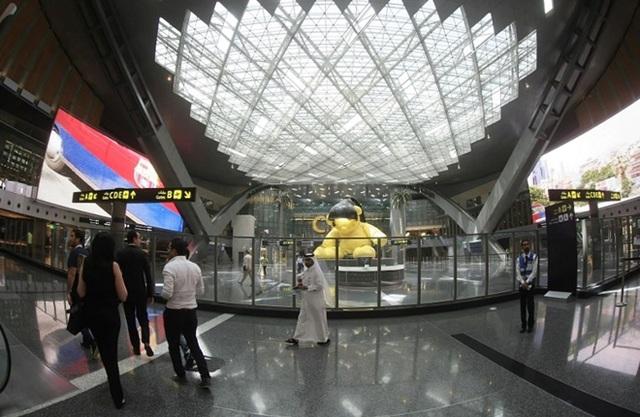 """Sân bay Qatar """"vắng hoe"""" do bị các nước láng giềng cô lập - 3"""