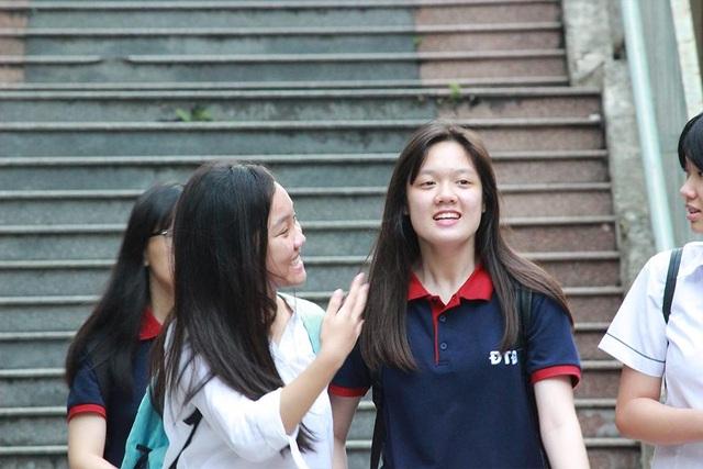 Các em học sinh phấn khởi sau khi kết thúc ngày thi thứ 2 đầy căng thẳng.