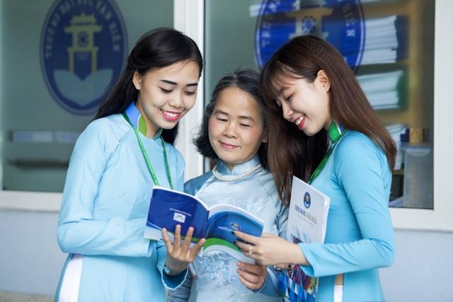 Các giảng viên ĐH Văn Hiến luôn lắng nghe, thấu hiểu tâm tư và nguyện vọng của sinh viên để lựa chọn phương pháp dạy phù hợp.